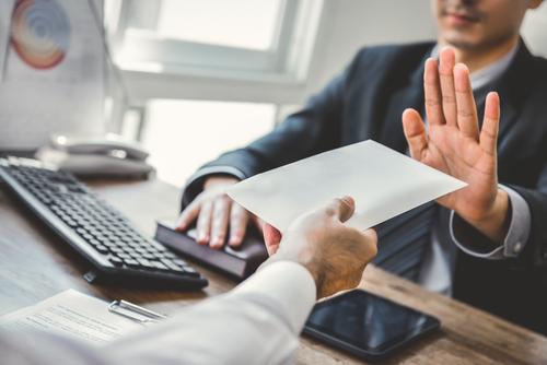 Business man rejetant une proposition d'un salarié